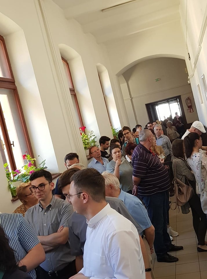 (Foto) Românii votează masiv!  Cozi la Cluj, București, Brașov, Iași. Dar și la Londra, Roma, München, Torino, Basel, Oslo ... 4