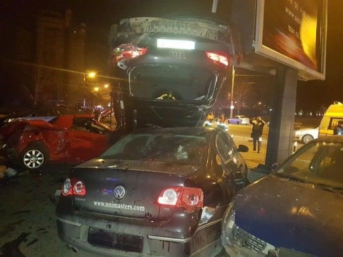 """Video Accident. O șoferiță din România a distrus 11 mașini! """"E apocaliptic"""" ... """"Mașini claie peste grămadă"""" 2"""
