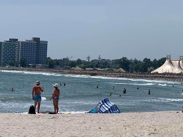 """De ce a dispărut plaja din România?! Lucian Mindruta: """"Azi, plaja Marii Negre nu mai exista. Pe kilometri intregi. In locul ei e o padure de bete si-o plantatie de plastice in cele mai diverse forme. Totul, construit intr-un singur scop"""": 5"""