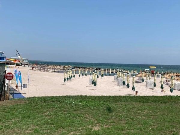 """De ce a dispărut plaja din România?! Lucian Mindruta: """"Azi, plaja Marii Negre nu mai exista. Pe kilometri intregi. In locul ei e o padure de bete si-o plantatie de plastice in cele mai diverse forme. Totul, construit intr-un singur scop"""": 4"""