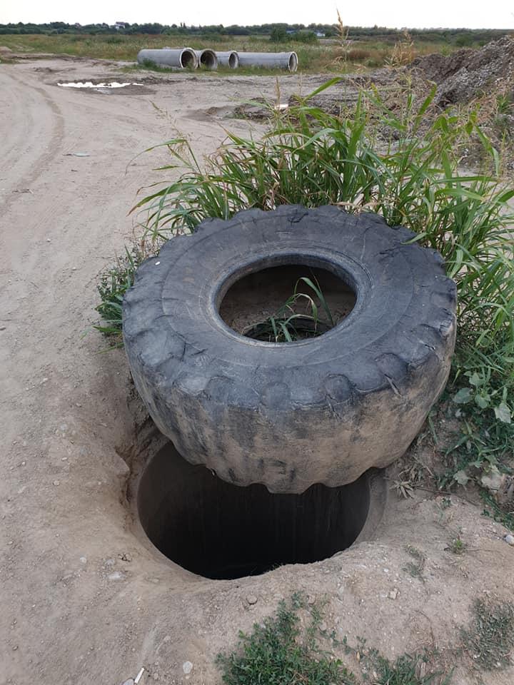 """(Foto) Român curajos. A oprit o cisternă cu levigat (zeamă de gunoi) care era vărsată în râul Argeș. Octavian Berceanu: """"pe o raza de 50 de metri in jur totul putea atât de pregnant încât ne venea sa vomam instant din cauza mirosului. Legumele ecologice din piețele bucureștene au crescut cu apa otrăvită a râului Argeș. *Bonus: trebuie sa ..."""" 4"""