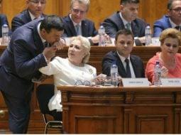 """Andrei Caramitru: """"Singura veste bună de azi este că se confirmă cât de prosti sunt ăștia din PSD și ALDE (și da - îmi pare rău să o zic - și din PNL).Despre PNL - ce sa mai zic. De săptămâni in șir înjura..."""" 8"""