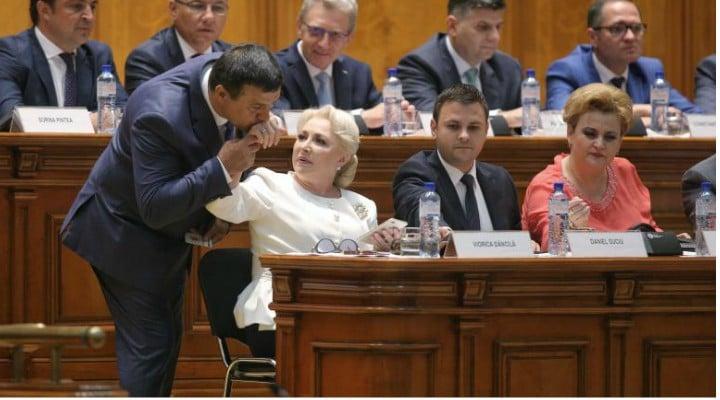 """Andrei Caramitru: """"Singura veste bună de azi este că se confirmă cât de prosti sunt ăștia din PSD și ALDE (și da - îmi pare rău să o zic - și din PNL).Despre PNL - ce sa mai zic. De săptămâni in șir înjura..."""" 1"""