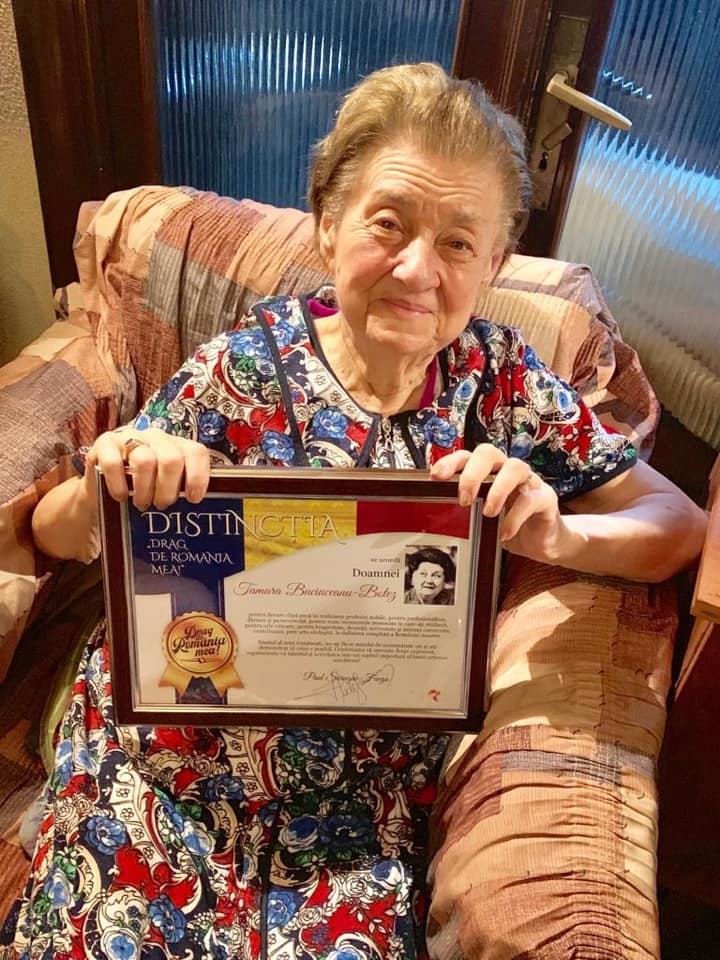 """(Foto) Tamara Buciuceanu Botez a împlinit 90 de ani. Fuego: """"Sunt tare fericit! Am ajuns ieri la doamna TAMARA BUCIUCEANU BOTEZ  ..Asta e ea – pozitivitate, bunătate, naturalețe și o luciditate cum rar ți-e dat să vezi! I-am dus tort, am ciocnit și i-am oferit, simbolic, distincția """"DRAG DE ROMÂNIA MEA!"""", pentru tot ce înseamnă ea în această țară pe care a marcat-o definitiv cu talentul său suprem!"""" 2"""