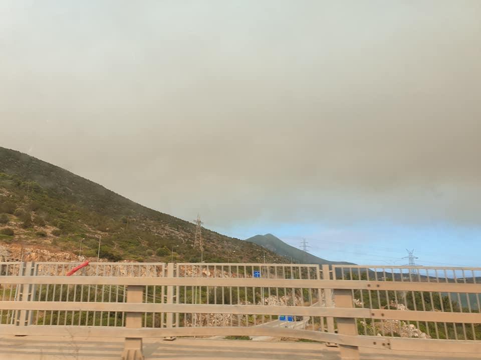 """(Foto) Româncă în Grecia. """"Cam asa arata cerul înspre Atena...Fum, cenușă in aer si avioane care se chinuie sa stingă incendiile..."""" 5"""