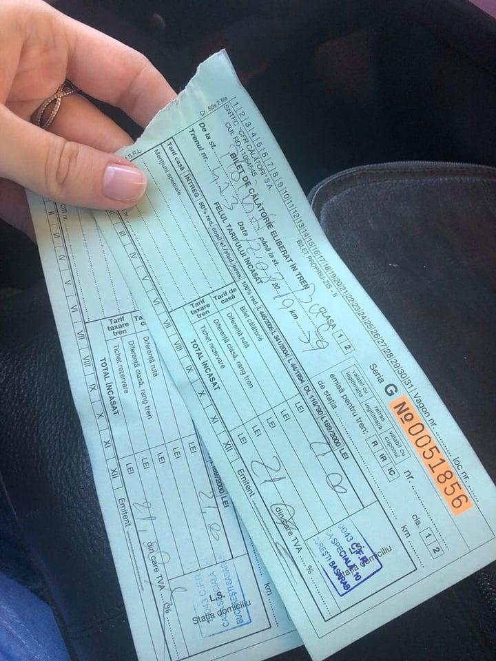 """Păcăleală cu biletele CFR. Anamaria Gabriela: """"Am ajuns in gara si am vrut sa cumpăram bilete.Mi s-a răspuns """"amabil"""" ca biletele se cumpără din tren....Când a sosit trenul, l-am mai întrebat o dată si pe """"nasul"""" zicând """"Am înțeles ca biletele se cumpără din tren"""". Mi s-a răspuns in același mod """"amabil"""" cu o privire superioara si o mișcare de cap ca da.In tren, a venit supracontrolul. Scot frumos portofelul si ..."""" 1"""