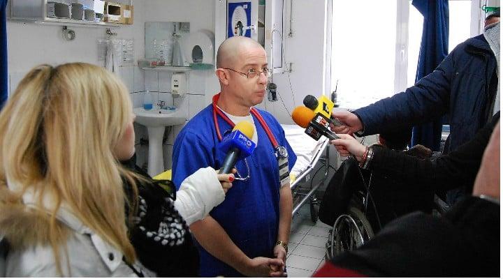 """Medicul Tudor Ciuhodaru: """"Semnal de alarmă. Nu neglijați înțepăturile de țânțari. Virusul West Nile face victime și în România. Rețineți: 1. Sunt câteva simptome de alarmă care impun prezentarea la urgență:..."""" 1"""
