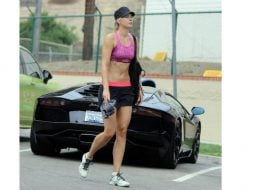 """Dan Negru:  """"Simona Halep a ajuns la arena de la Australian Opens cu un autobuz pus la dispoziție de organizatori in timp ce Sharapova e renumită pentru fițe. Halep s-a cazat la un hotel oferit de organizatori in timp ce marketingul Sharapovei povestește despre cazarea luxoasă a vedetei la AO.  Halep (nr 1 WTA) ia de la Nike 1,7 milioane de euro in timp ce Sharapova ..."""" 24"""