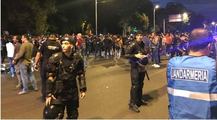 """Update!  Passport Productions: """"Jurnalistul german Paul Arne Wagner, a fost smuls brutal de langa noi in timp ce filma si aruncat in duba jandarmeriei împreună cu alți protestatari. Nu stim cati au fost ridicați. Nu stim unde i-au dus. 2"""