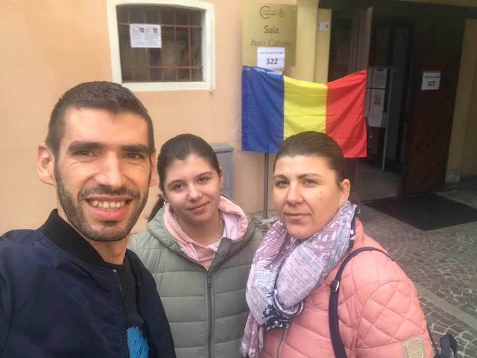 """(Foto) Record! Peste 200,000 de români din Diaspora au votat deja la alegerile prezidențiale. Oana Pellea: """"Multumim DIASPORA ROMANĂ!"""" Mihaela: """"Am votat intr-un minut. Torrent Valencia secție de votare înființata acum. Deci se poate dacă ne unim. Alegerile trecute am stat 7 ore la coada"""" 2"""