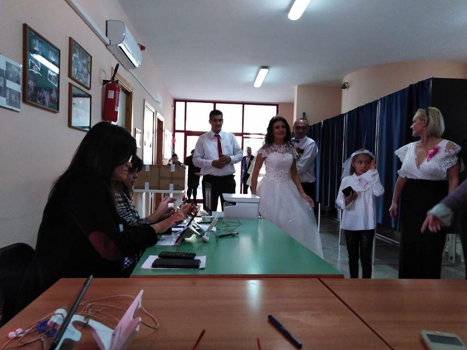 (Foto) Mirese românce la vot, în Germania și Italia. Peste 285,000 de romani din Diaspora au votat până acum! 4