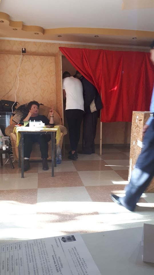 """Fraudă la vot? Loredana Diacu: """"Cum se voteaza  în  judetul acela unde un domn Badalau dansa vesel pentru diaspora. Cică cetățenilor le tremura..."""" 1"""