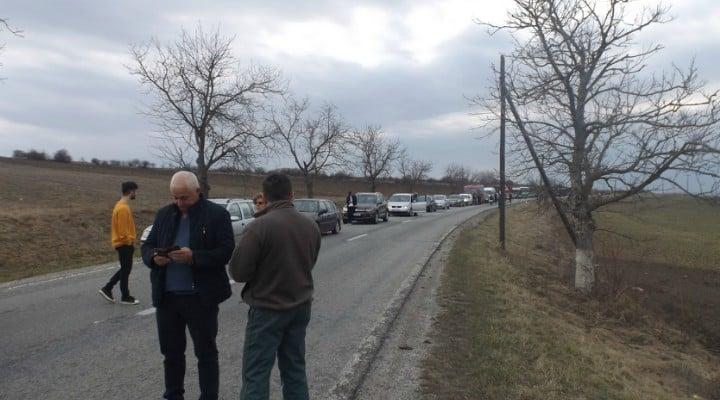 Foto Video. S-a încheiat protestul #șîeu. Cum a fost la Cluj, Brașov, București, Iași, Sibiu. Oamenii au claxonat, au aplaudat, au strigat #șîeu 6