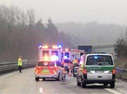 (Video) Cât ghinion! Un şofer român de TIR a murit pe autostradă, în Germania, în timp ce dădea declaraţii poliţiştilor.  O altă mașină a lovit în plin autoturismul poliţiei şi l-a proiectat direct în şoferul român 37