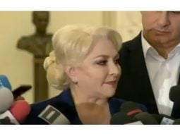 """(Video) Viorica Dăncilă nervoasă pe jurnaliștii care o tot întrebau de autostrăzi. """"Vai de mine!"""" 18"""