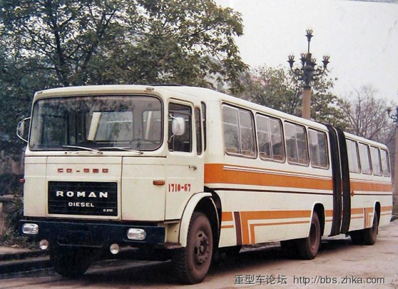"""(Foto) Autobuzul """"mamut"""" produs în România care transporta chinezi. Povestea unei mărci mai puțin cunoscute 1"""