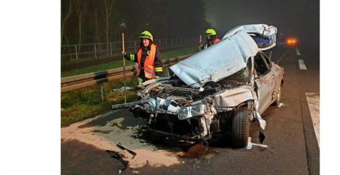 """(Foto) Zeci de şoferi români, apel disperat din Franţa: """"Avem 17 ore, suntem nemîncaţi! Faceţi ceva cu noi, că suntem blocaţi în Franţa de 8 ore cu camioanele şi nu ne zice nimeni nimic...."""" 12"""