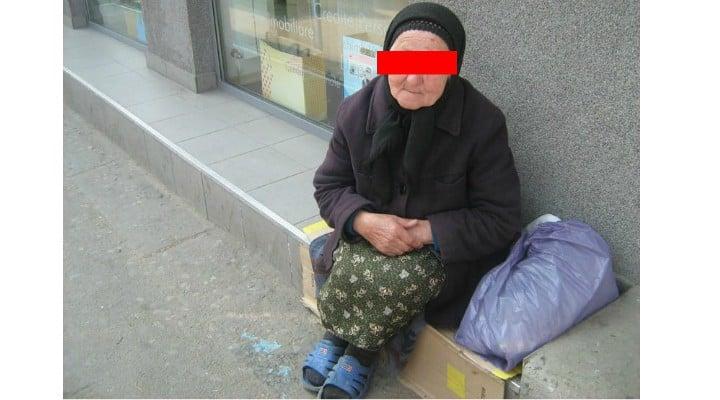"""Român din Italia: """"După multi ani am fost in România iarna. Am plecat cu depresie...Iarna realizezi cat este lumea de amărâtă câtă sărăcie e in tara aia. Vezi oameni bătrâni cerșind in fata covrigăriilor, gecile unora sunt din anii '90, bărbați cu pantofi de vara sau """"adidași"""" pe o zăpadă de 1 m, copii cu """"teniși"""" in picioare la -8 grade...oameni triști, trafic ca la balamuc, mizerie.....ferească sfântul sa ai nevoie de ceva de la ..."""" 1"""