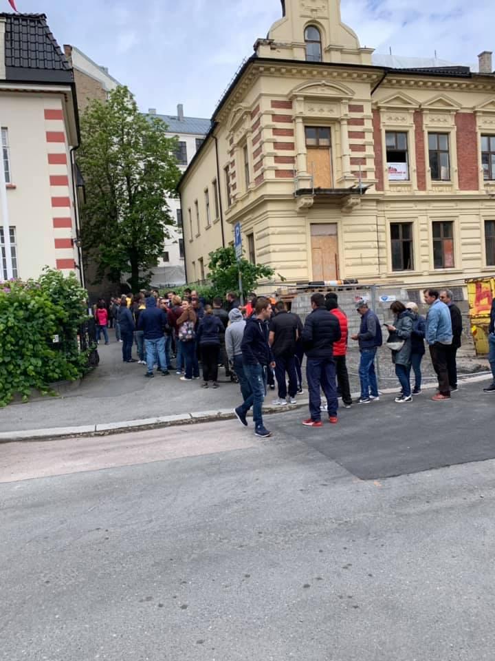 (Foto) Românii votează masiv!  Cozi la Cluj, București, Brașov, Iași. Dar și la Londra, Roma, München, Torino, Basel, Oslo ... 5