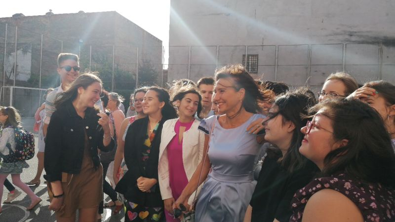 """(Foto/Video) Carmen Iohannis, elegantă în prima zi de școală. """"Mi-a fost foarte dor de ei, sper că și lor de mine…uite ce frumoși sunt…"""" 3"""