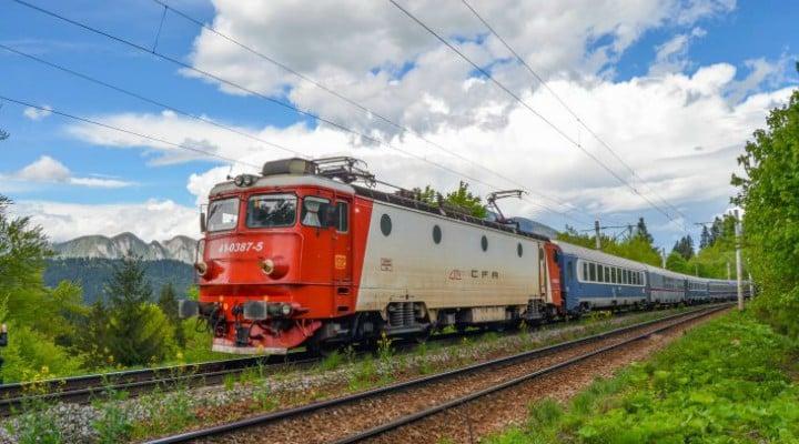 """Studenții din România, fără gratuitate pe tren? Nu mai sunt bani de pensii? Andrei: """"Da! Aș vrea să plătesc pentru un bilet de tren în care să nu am întârziere 2 ore sau mai mult, în care să am propria liniște și minimul confort necesar. Da, aș plăti pentru acel bilet de tren când voi vedea măcar o dorința de a ..."""" 1"""