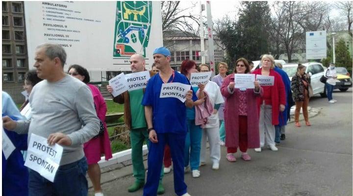 PROTESTE și luni după ce asistentele și infirmierele au primit bani mai puțini după ce li s-au mărit salariile. Șmecheria sporurilor 1