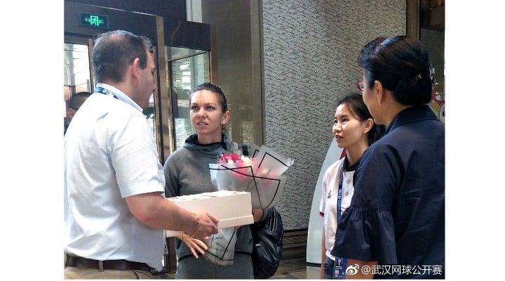 (Foto) Simona Halep a ajuns în China. Primire de gală pentru numărul 1 mondial 2