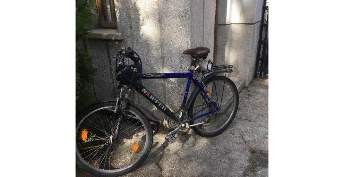 """USR-istul Iulian Bulai s-a dus cu bicicleta la consultările cu Iohannis, dar nu a fost lăsat să intre cu ea în curtea Palatului. Jandarmul i-a cerut să vină doar cu mașina! """"Ajung la intrarea Leu la Cotroceni. Mă întâmpină un jandarm SPP: îi zic că am venit să ..."""" 5"""