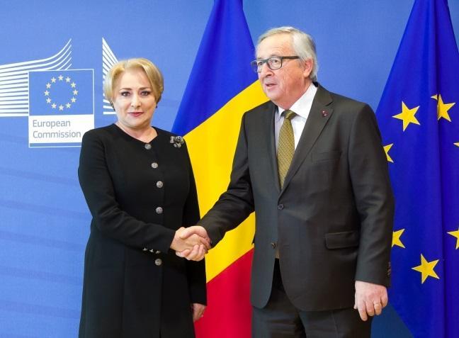 """Viorica de mână cu Juncker. Ramona Strugariu:  """"De asta o sa si-o ia Liviu Dragnea. Pentru ca, desi l-a iubit atat de mult, n-a stiut niciodata sa o tina de mana. Ceea ce este fundamental pentru (aproape) orice femeie"""" 2"""