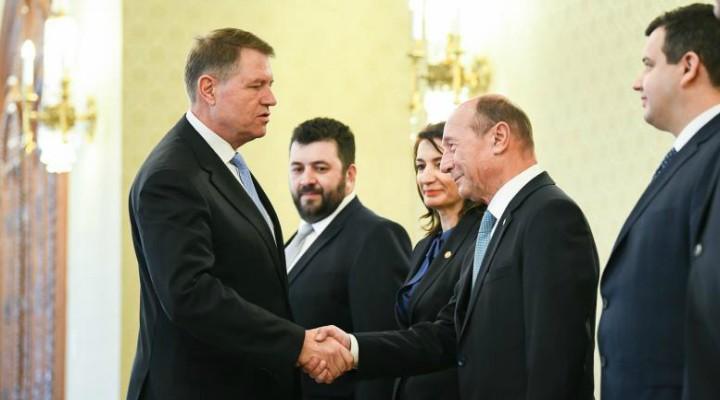 """Visul lui Băsescu, premier al României. Traian Băsescu: """"1. Am avut o discuţie îndelungată cu Preşedintele Iohannis; 2. Subiectul discutat a fost dacă accept nominalizarea pentru funcţia de Prim-ministru în cazul în care Ludovic Orban nu va trece prin Parlament; 3. Am acceptat propunerea ;  4. Am convenit că ..."""" 1"""
