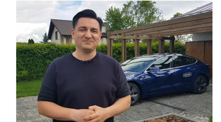 """(Video) George Buhnici: """"Așa arată un om fericit, adică eu, după două luni în care conduc o mașină electrică. Aproape că mi-a trecut teama că nu am unde să o încarc și încă sunt surprins de cât d ..."""" 1"""