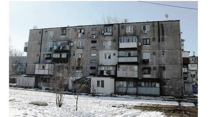 """Monica Nistorescu: """"M-am plictisit ... de teoria românului asuprit, obidit și neșcolit din cauza condițiilor grele!  Tatăl meu, Dumnezeu să-l odihnească, copil de țăran dintr-un sat unde se termina drumul, a făcut școală ... NU AUZISE ÎN VIAȚA LUI DE BISCUIȚI, și, inițial, a citit pe pachet DISCUȚII, că de ălea auzise! ..."""" 1"""