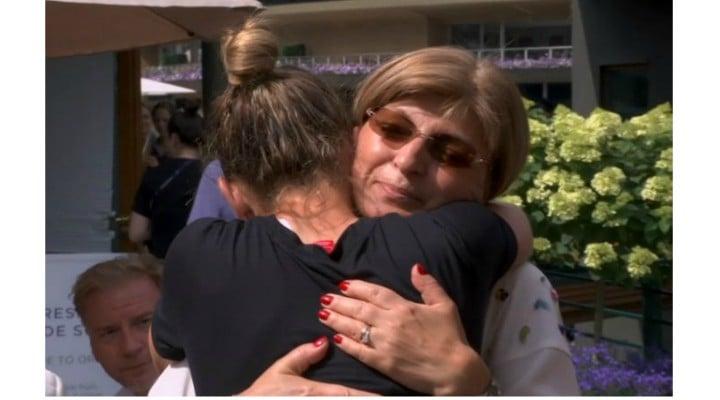 """Simona Halep: """"Mulțumesc mult mamă. Este ceva incredibil. Este visul mamei mele. Mi-a zis că dacă vreau să fac ceva în tenis trebuie să joc o finală la Wimbledon.A fost una dintre..."""" 1"""