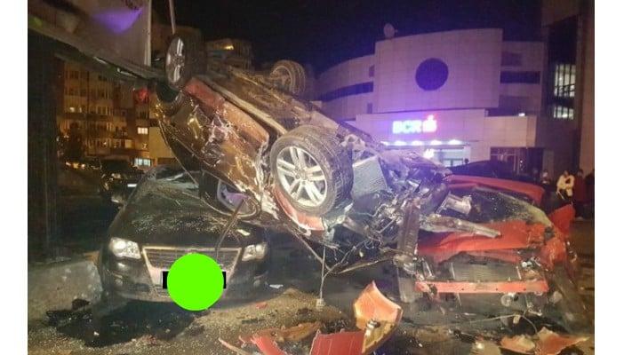 """Video Accident. O șoferiță din România a distrus 11 mașini! """"E apocaliptic"""" ... """"Mașini claie peste grămadă"""" 1"""