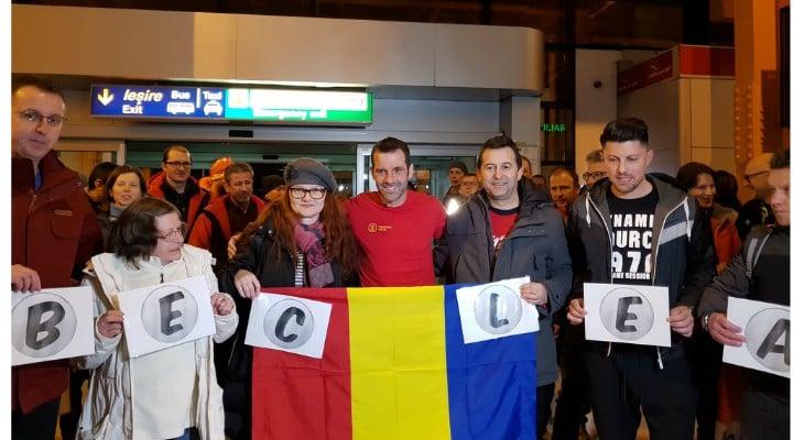 """(Video) Tibi Uşeriu s-a întors acasă, în România.  Primire de erou pe aeroport. """"Sunt doar foarte obosit, zbor de două zile, am schimbat ..."""" 1"""