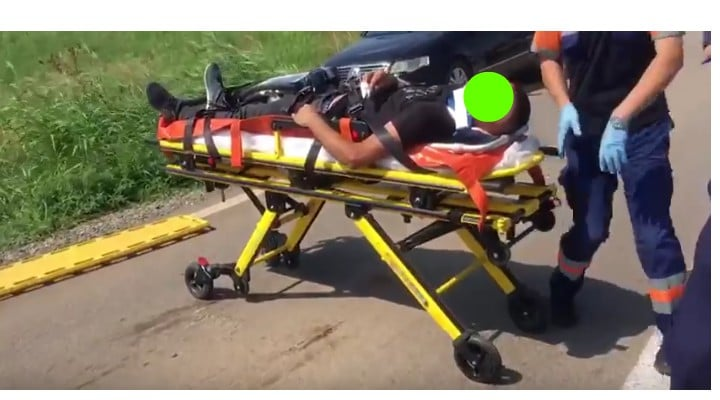 Foto Accident. Oameni întinși pe câmp după ce un șofer de TIR a oprit brusc pe șosea, pe DN 38 5