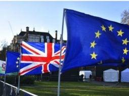 """Acordul Brexit a căzut. Stres maxim pentru 400,000 de români din Marea Britanie. Alin Mituta: """"Votul din Parlamentul britanic împotriva acordului pentru BREXIT creează haos cu doar 17 zile înainte de termenul de 29 martie ...Există două soluții în acest moment:..."""" 39"""