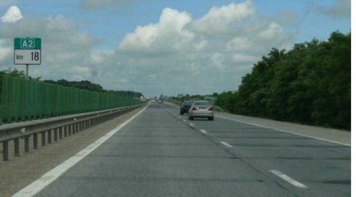 AVERTIZARE! Autostrada Soarelui: Dalele s-au desprins din carosabil, circulația e OPRITĂ 1