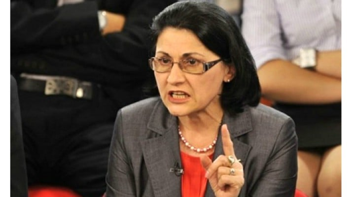 """Ministrul Ecaterina Andronescu a cedat nervos în Parlament: """"Nu ne mai faceți hoți, ca nu suntem hoți!"""" 1"""