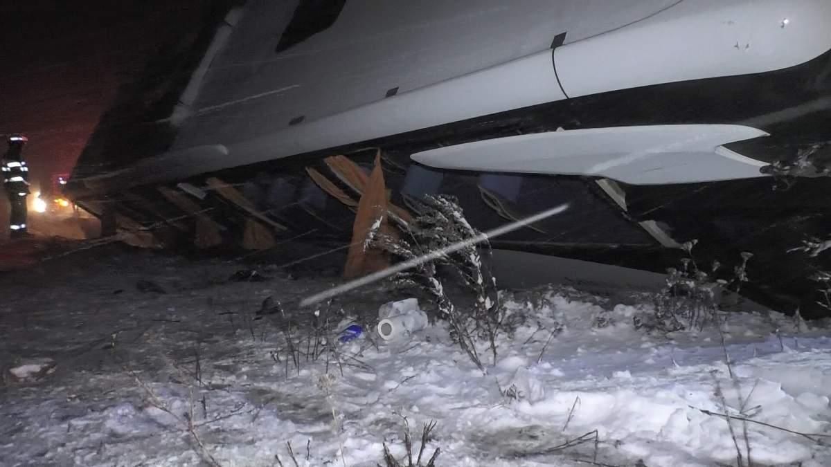 (Foto/Video) Accident grav. Un autocar cu 25 de persoane s-a răsturnat pe DN1 1