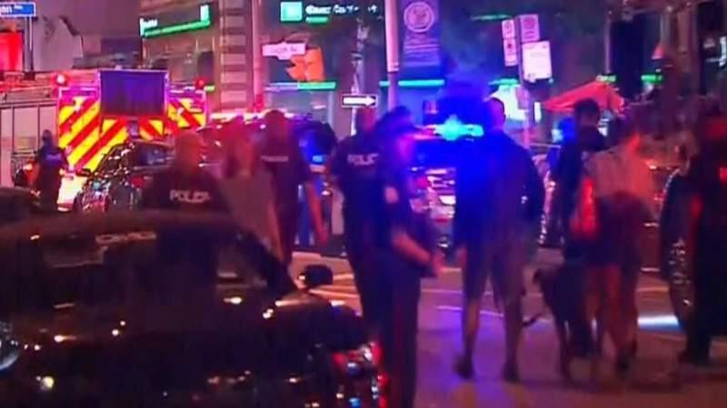 Atac armat în Canada! Cel puţin 10 oameni, între care şi un copil, împuşcaţi în faţa unui restaurant din Toronto 2