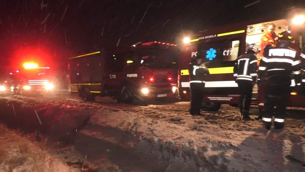 (Foto/Video) Accident grav. Un autocar cu 25 de persoane s-a răsturnat pe DN1 2