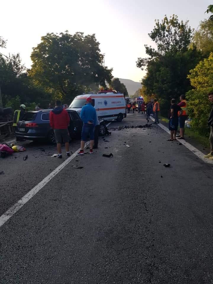 (Foto) Accident Grav. Doi morți după ce două autoturisme și un TIR s-au ciocnit pe Valea Oltului 4
