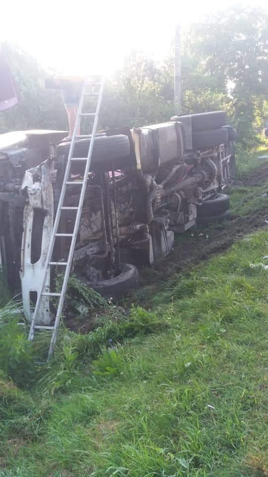 (Foto) Accident Grav. Doi morți după ce două autoturisme și un TIR s-au ciocnit pe Valea Oltului 2