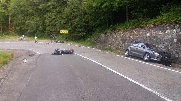(Foto Accident) O tânără șoferiţă a spulberat pe contrasens 2 motocicliști, pe Transfăgărășan. Ce spune Poliția 4