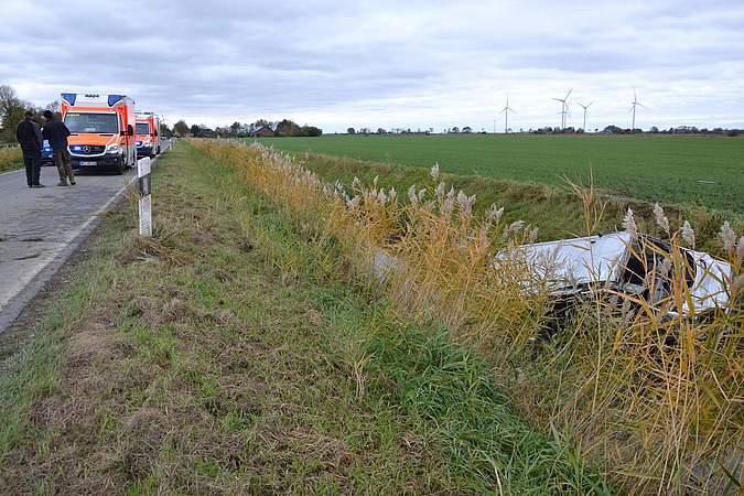 (Foto) Accident Grav! Microbuz cu 12 români răsturnat în Germania, într-un șanţ cu apă 2
