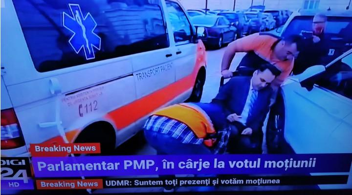 """(Video) Deputat adus cu ambulanța la votul moțiunii de cenzură. """"Doctorul meu de la Cluj m-a obligat să dau două declarații scrise pentru a-mi asuma riscurile. Deplasarea este foarte dureroasă"""" 3"""