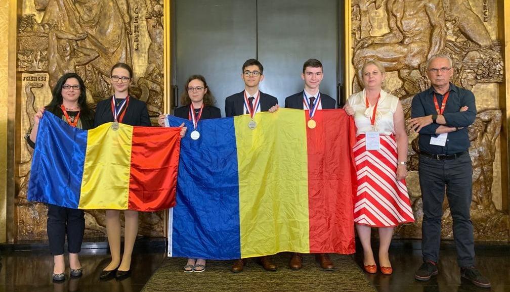 FELICITĂRI! O medalie de aur și trei medalii de argint: palmaresul echipei României la Olimpiada Internaţională de Chimie 2019 1