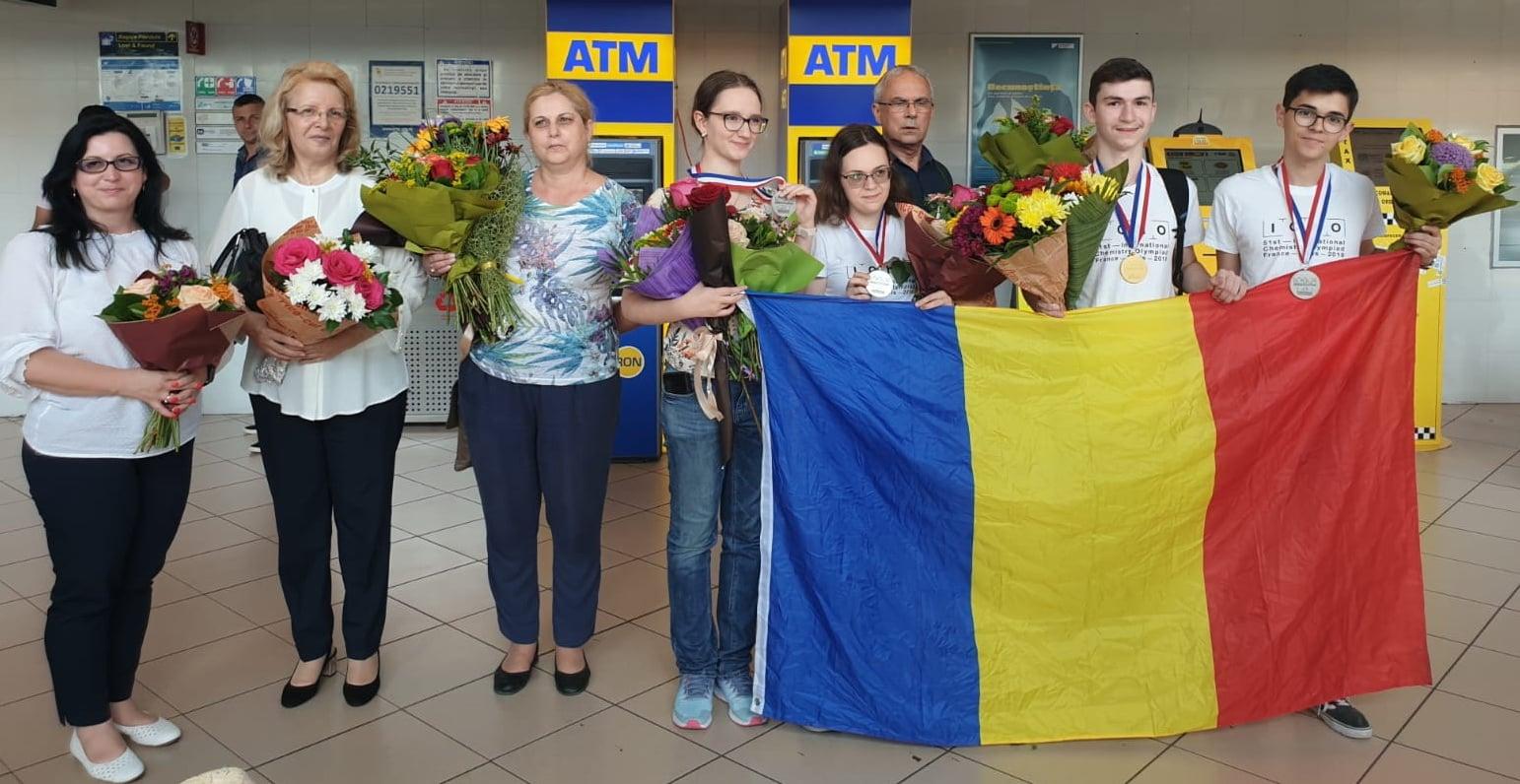 FELICITĂRI! O medalie de aur și trei medalii de argint: palmaresul echipei României la Olimpiada Internaţională de Chimie 2019 2
