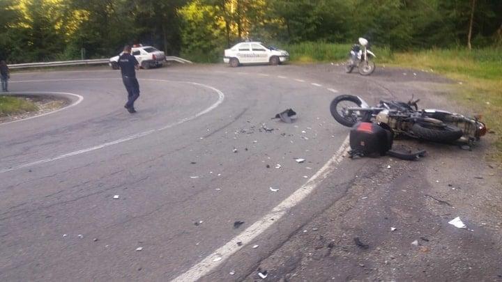 (Foto Accident) O tânără șoferiţă a spulberat pe contrasens 2 motocicliști, pe Transfăgărășan. Ce spune Poliția 2